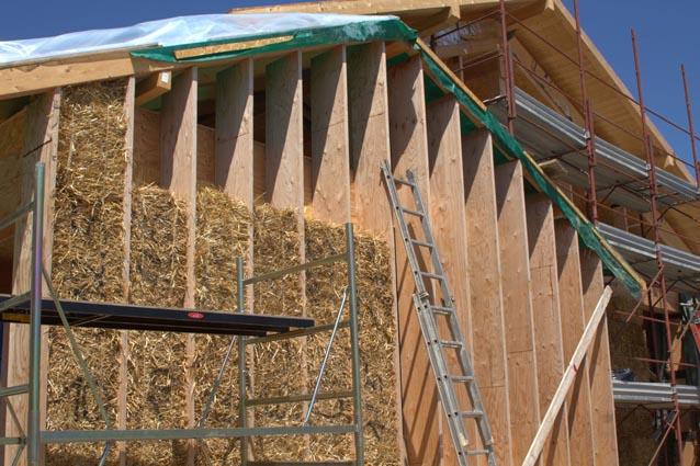 Vivere ecosostenibile abitare in una casa di paglia - Costruire casa paglia ...