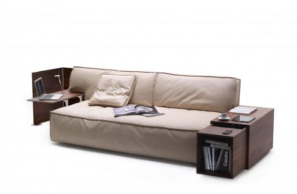 Novit di design il nuovo divano di philippe starck per - Magico tocco divano ...
