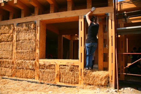 Vivere ecosostenibile abitare in una casa di paglia viviconstile - Madi casa pieghevole ...