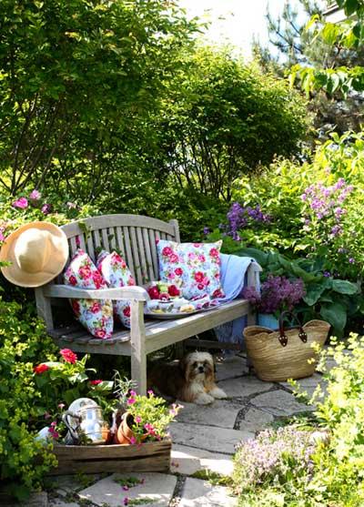 come arredare il giardino in stile shabby chic | viviconstile - Arredamento Esterno Shabby