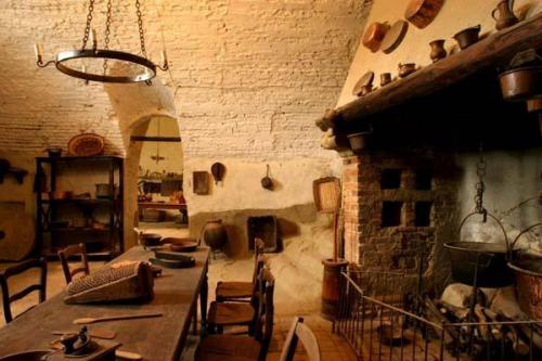 Antiche cucine nella Rocca d\'Olgisio | Viviconstile