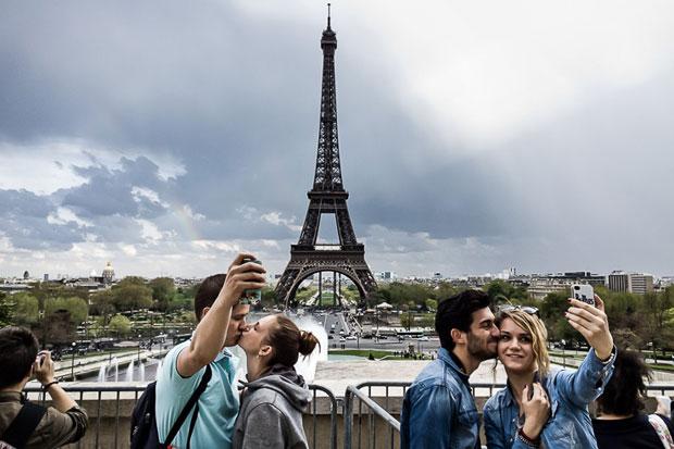 Travel bragging: viaggiare per vantarsi al tempo dei social