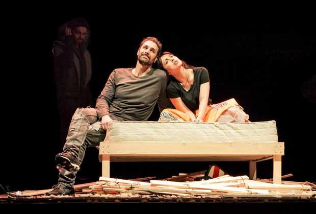 Raoul Bova e Chiara Francini in teatro al Manzoni di Milano con 'Due'
